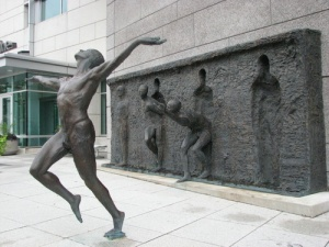 Freedom-Sculpture-by-Zenos-Frudakis